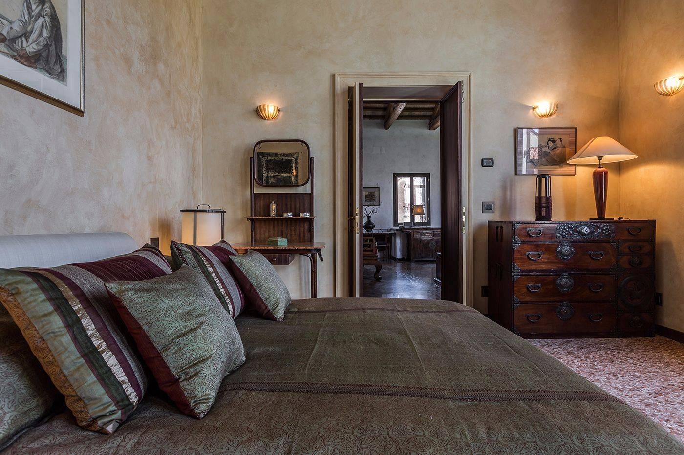 bedroom 1 with larger en-suite bathroom