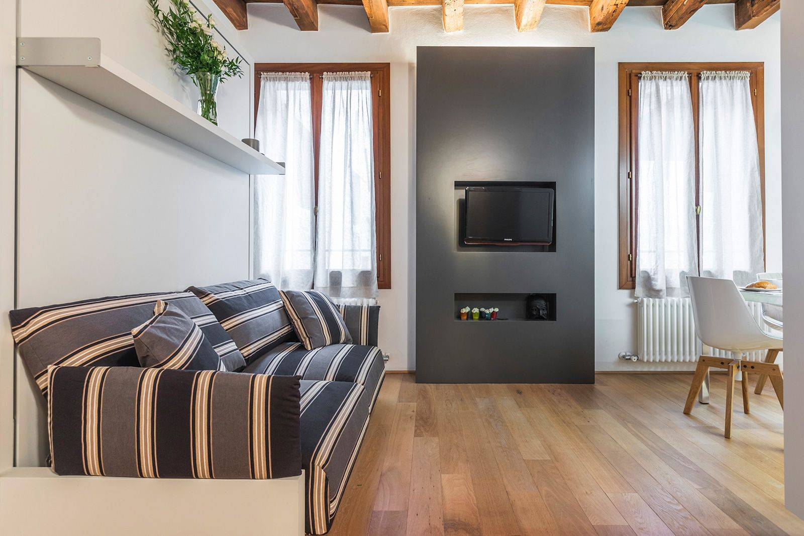 stylish and modular furniture confer an exclusive look to the apartment