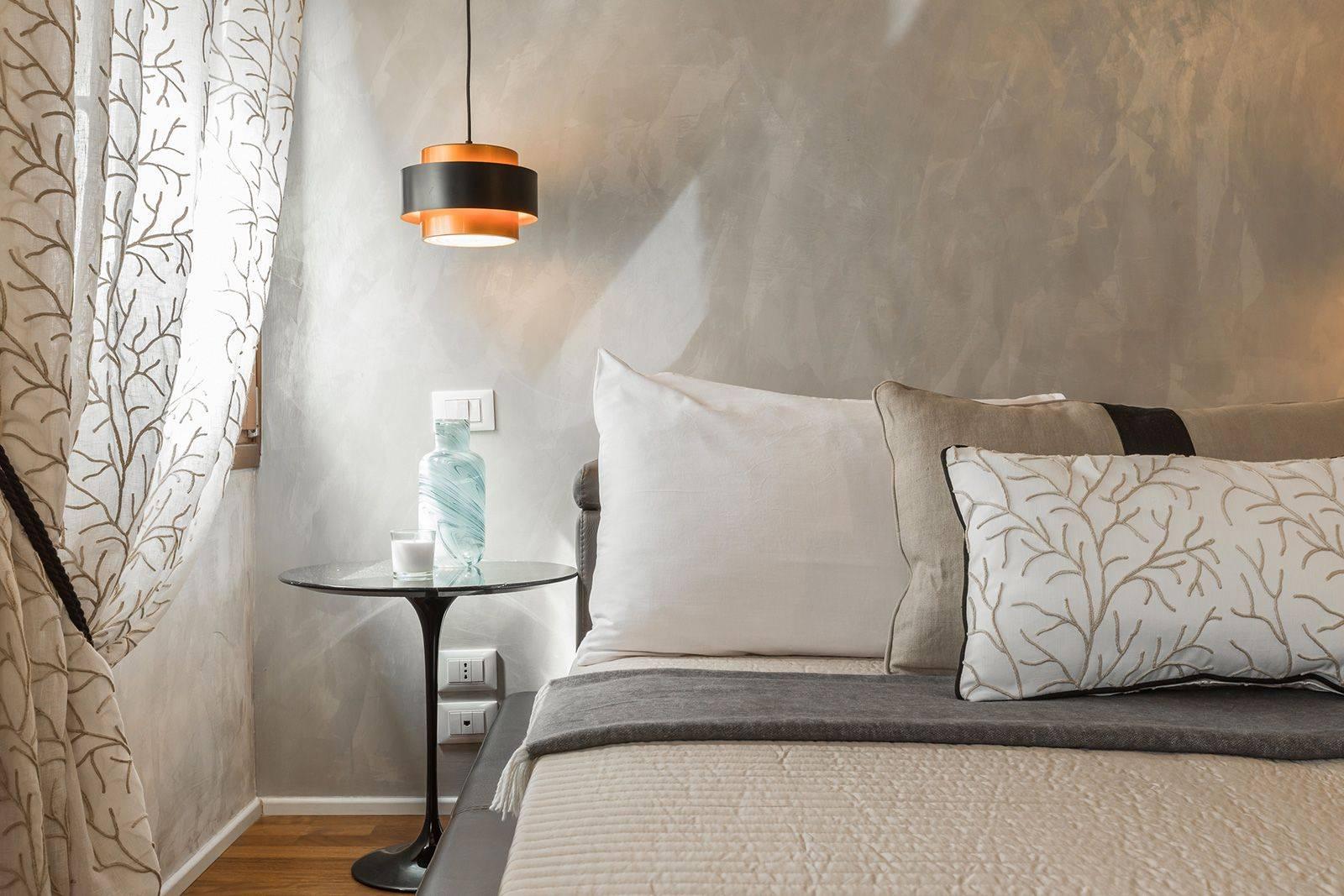 with nice fabrics and stucco Veneziano walls