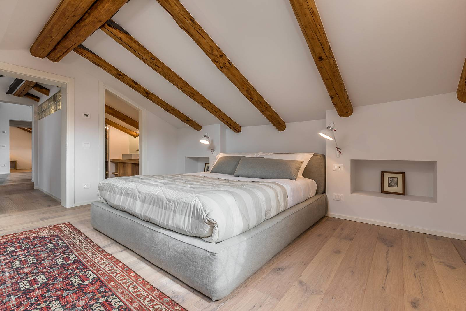 nice parquet flooring and wooden beams confer warmth to the ambience