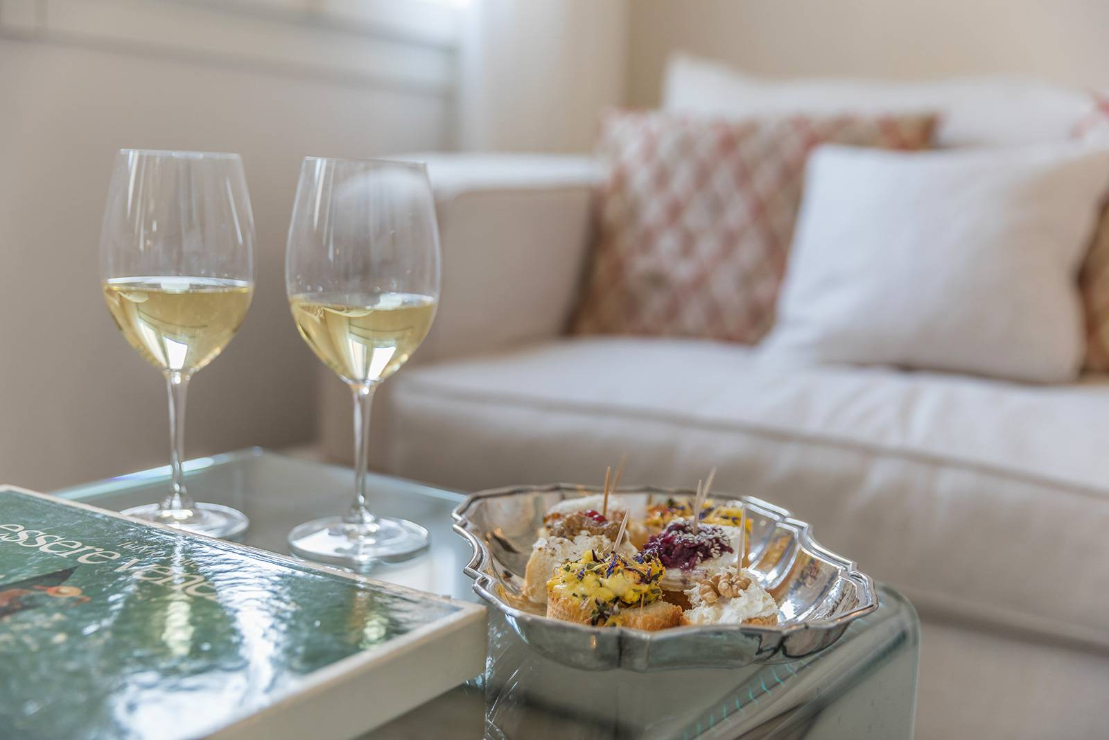 enjoy an aperitive with view at the San Trovaso Prestige apartment