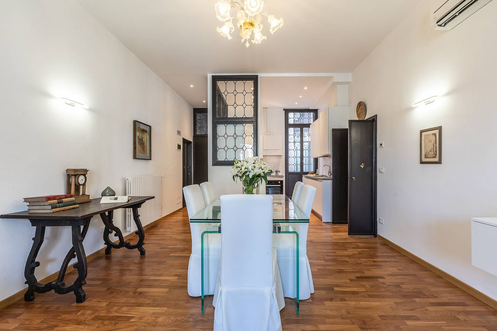 Madama Butterfly apartment blends antiques with contemporary comfort