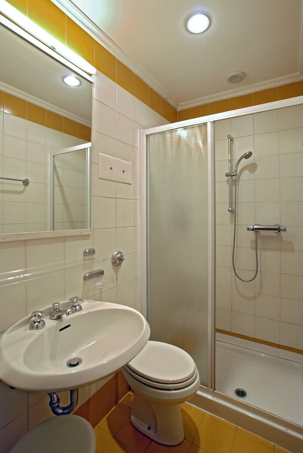 Rezzonico Garden Apartment: 2nd bathroom