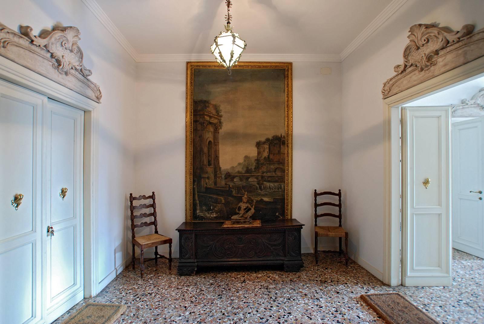Entrance to the first floor Rezzonico Garden apartment