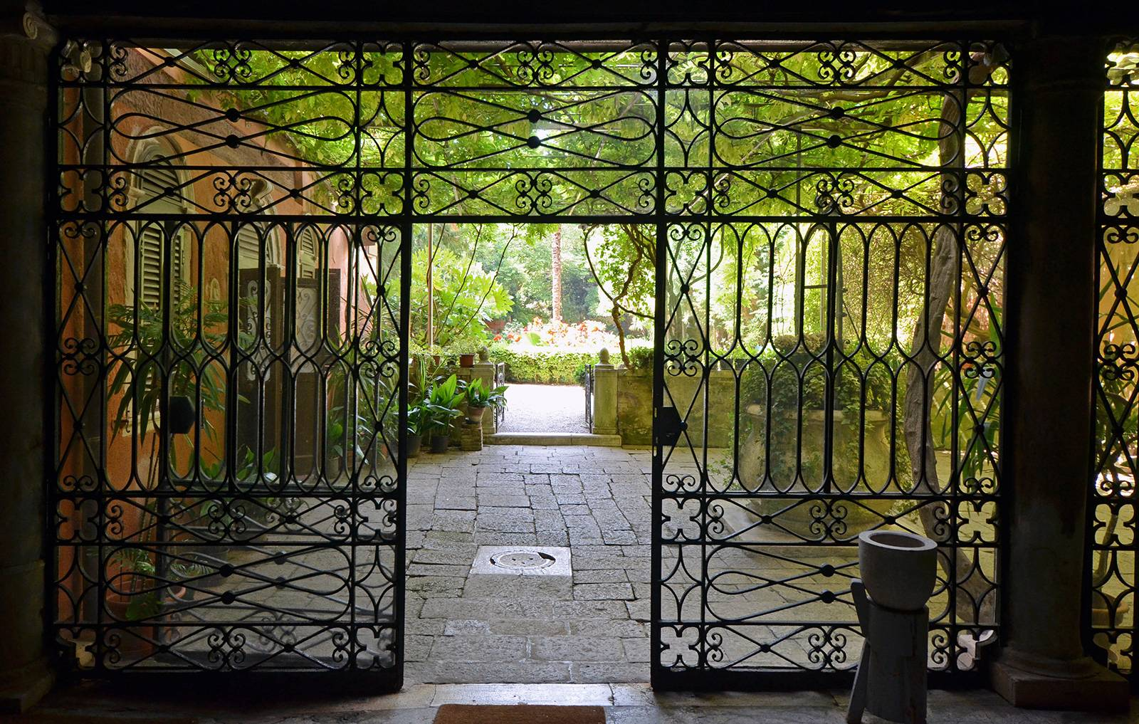 entrance to the garden shared with the other units of this Palazzo