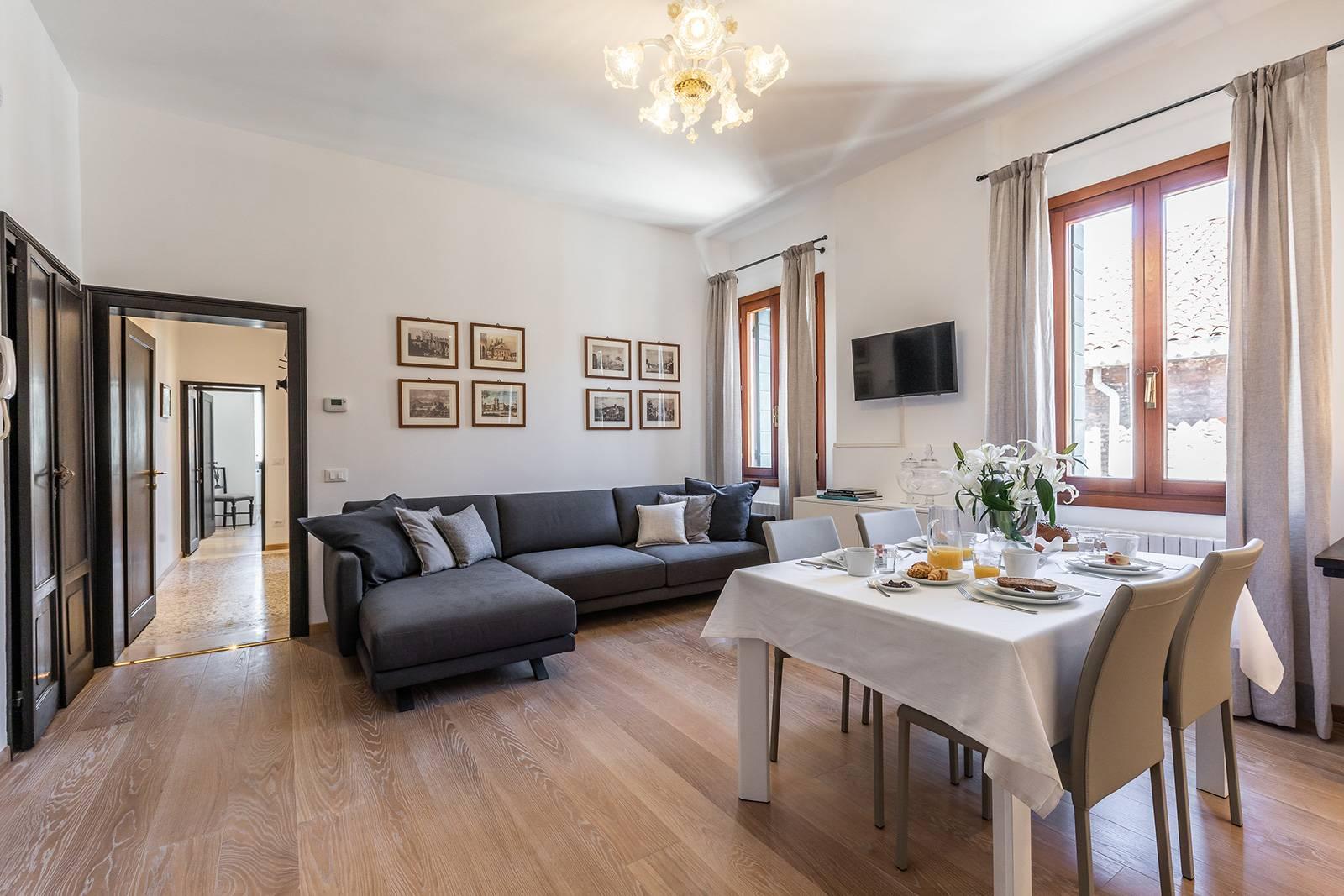 Rigoletto apartment secondary living room