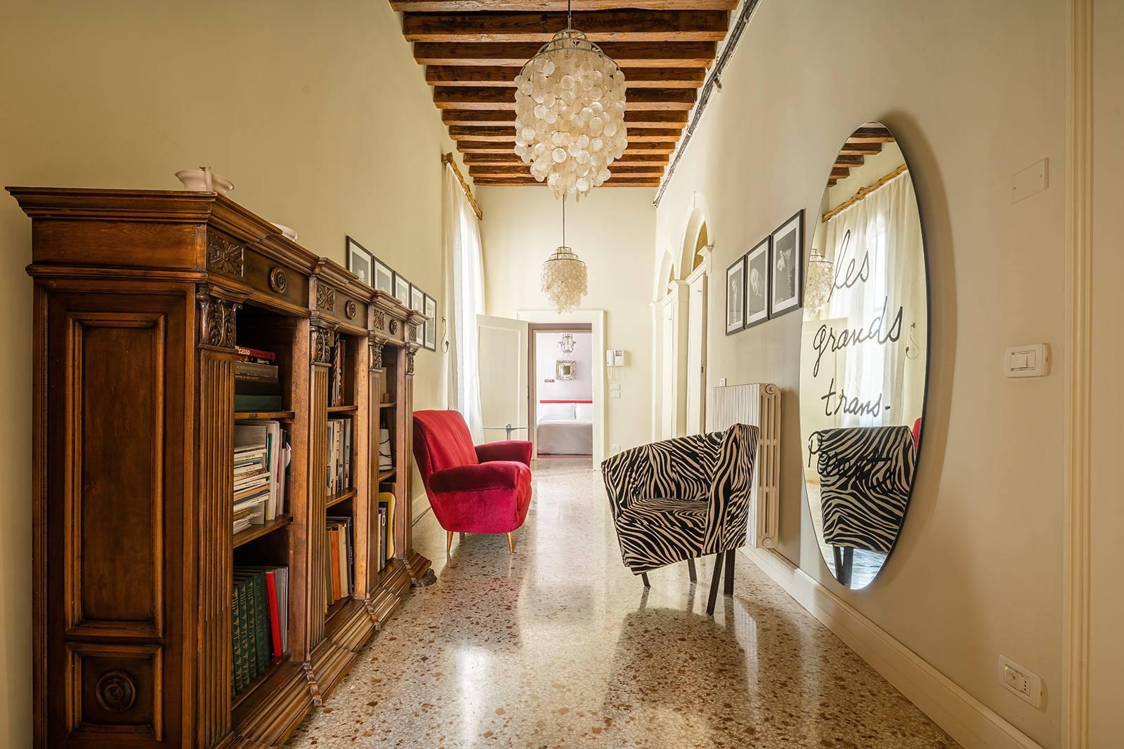 also the central entrance room is elegantly furnished!