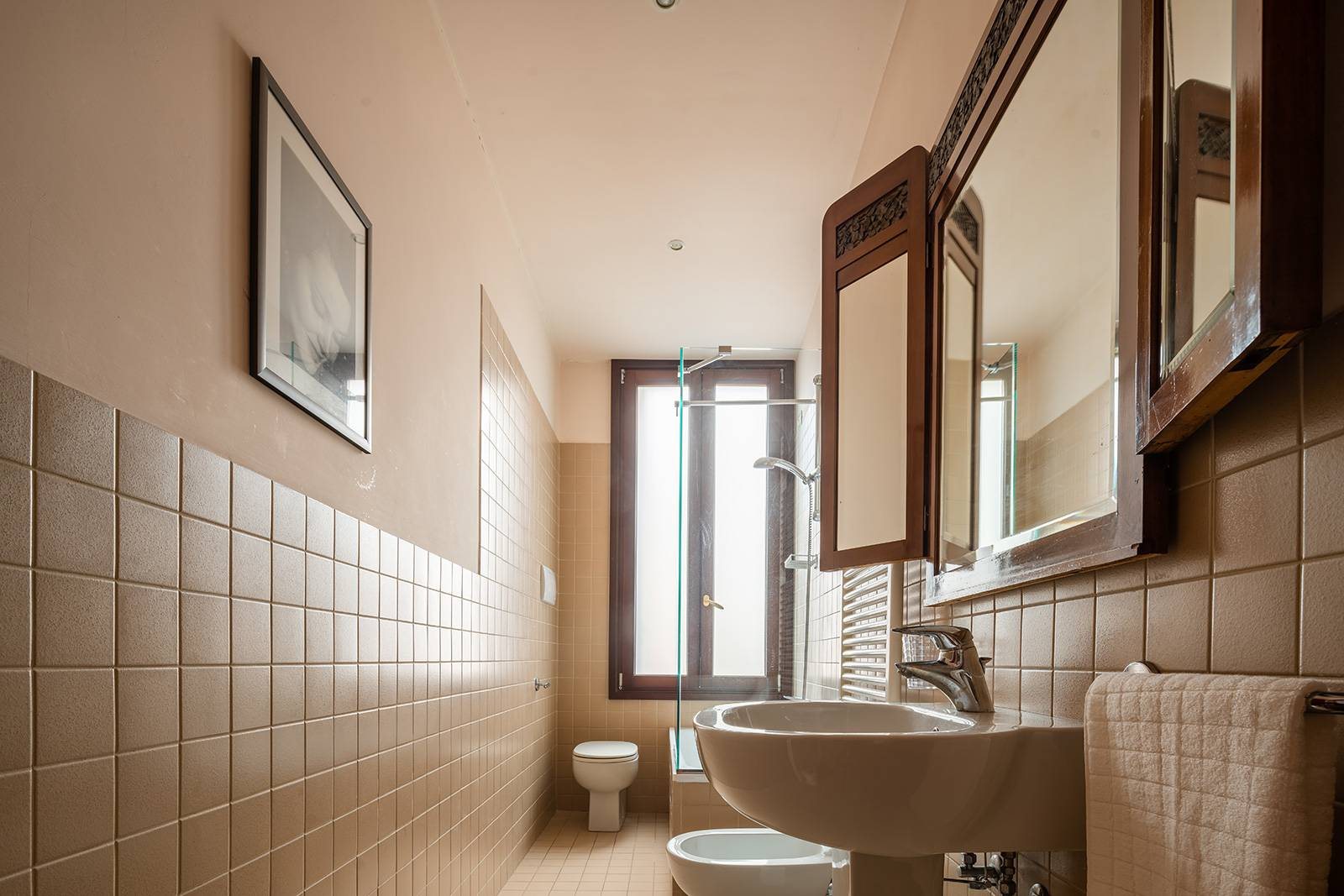 the bathroom is fitted with a bathtub and shower screen