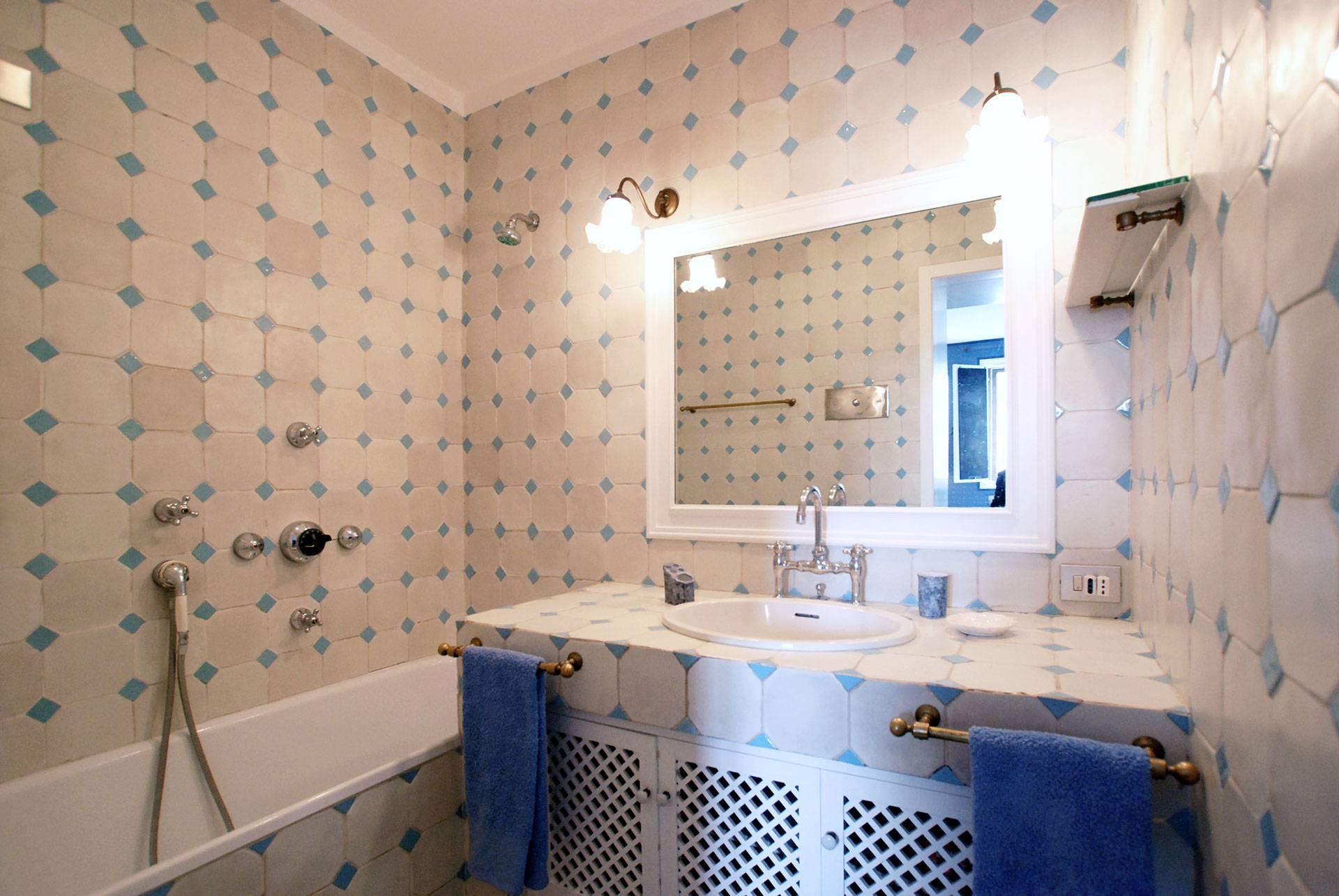 classic style en-suite bathroom of the master bedroom