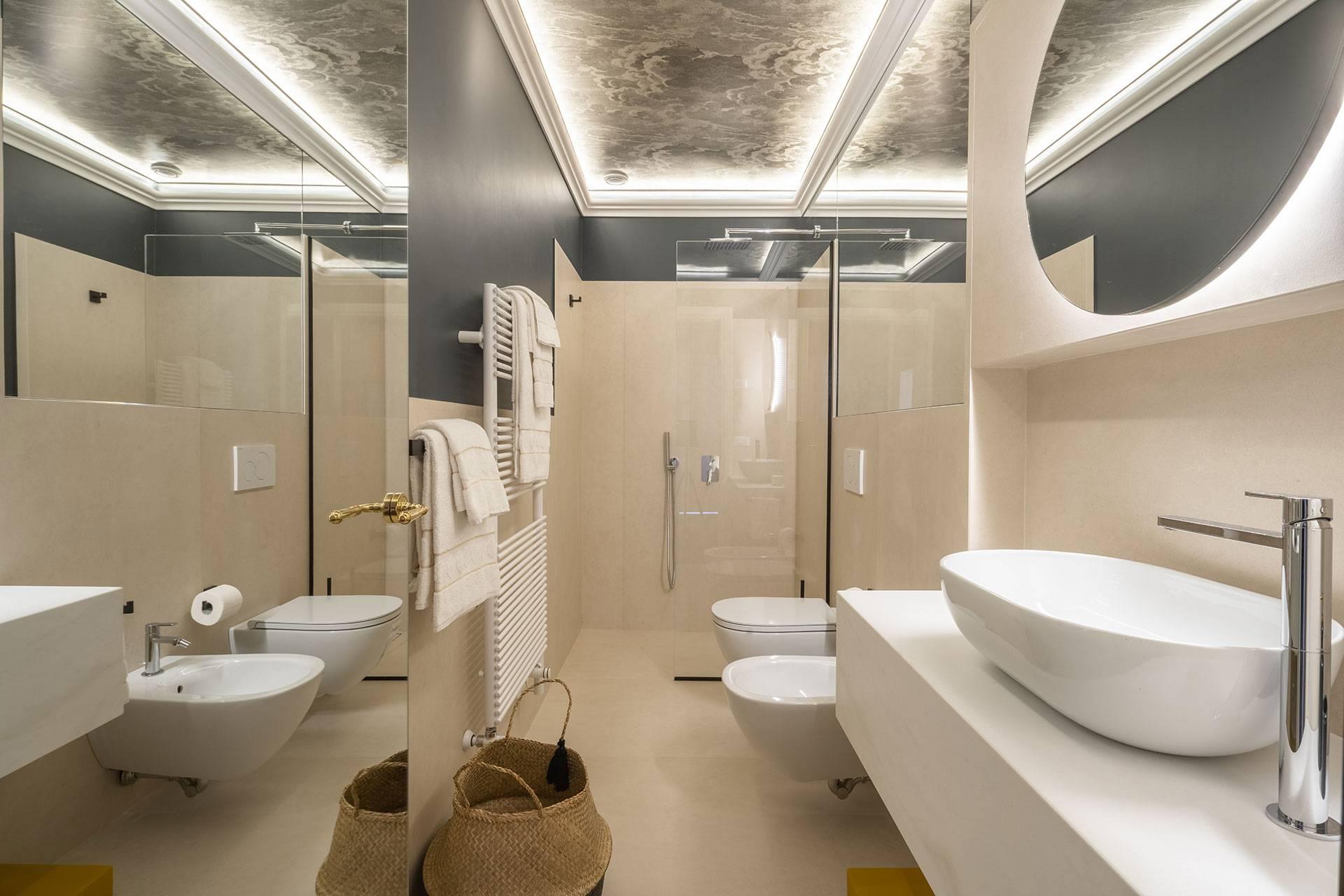 3rd floor: 2nd bathroom