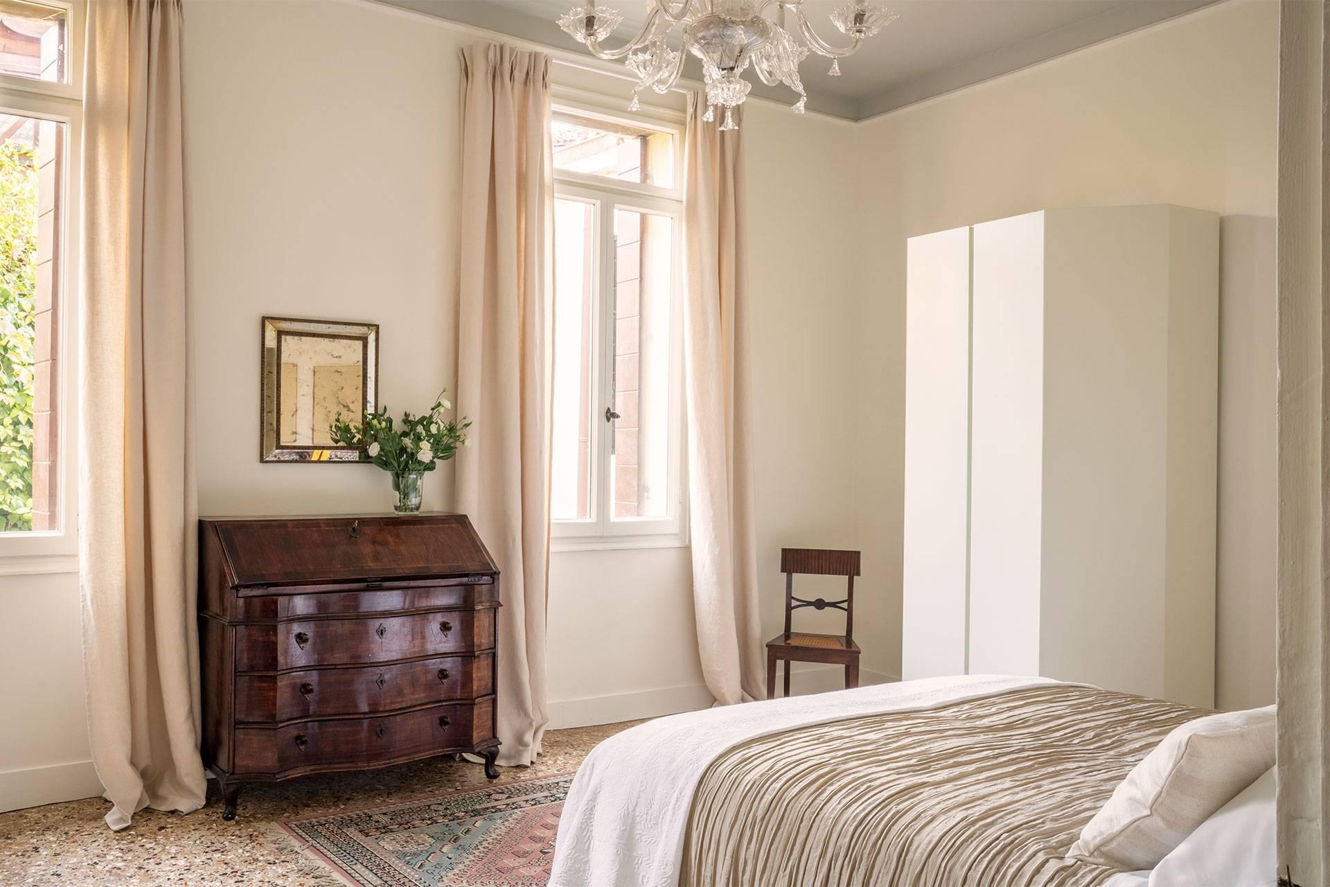 3rd floor: larger bedroom (double or 2 singles)