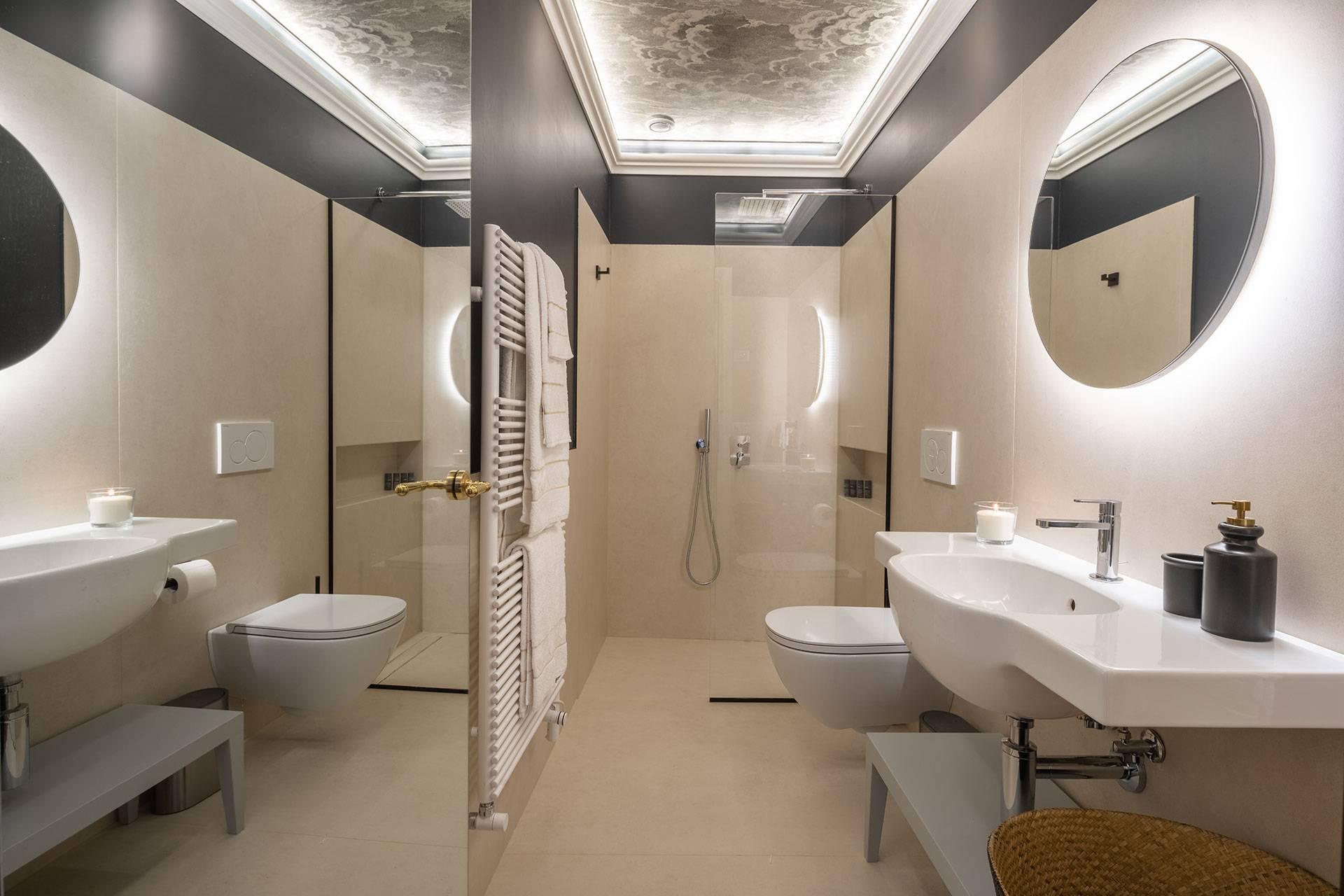 3rd floor: 1st bathroom
