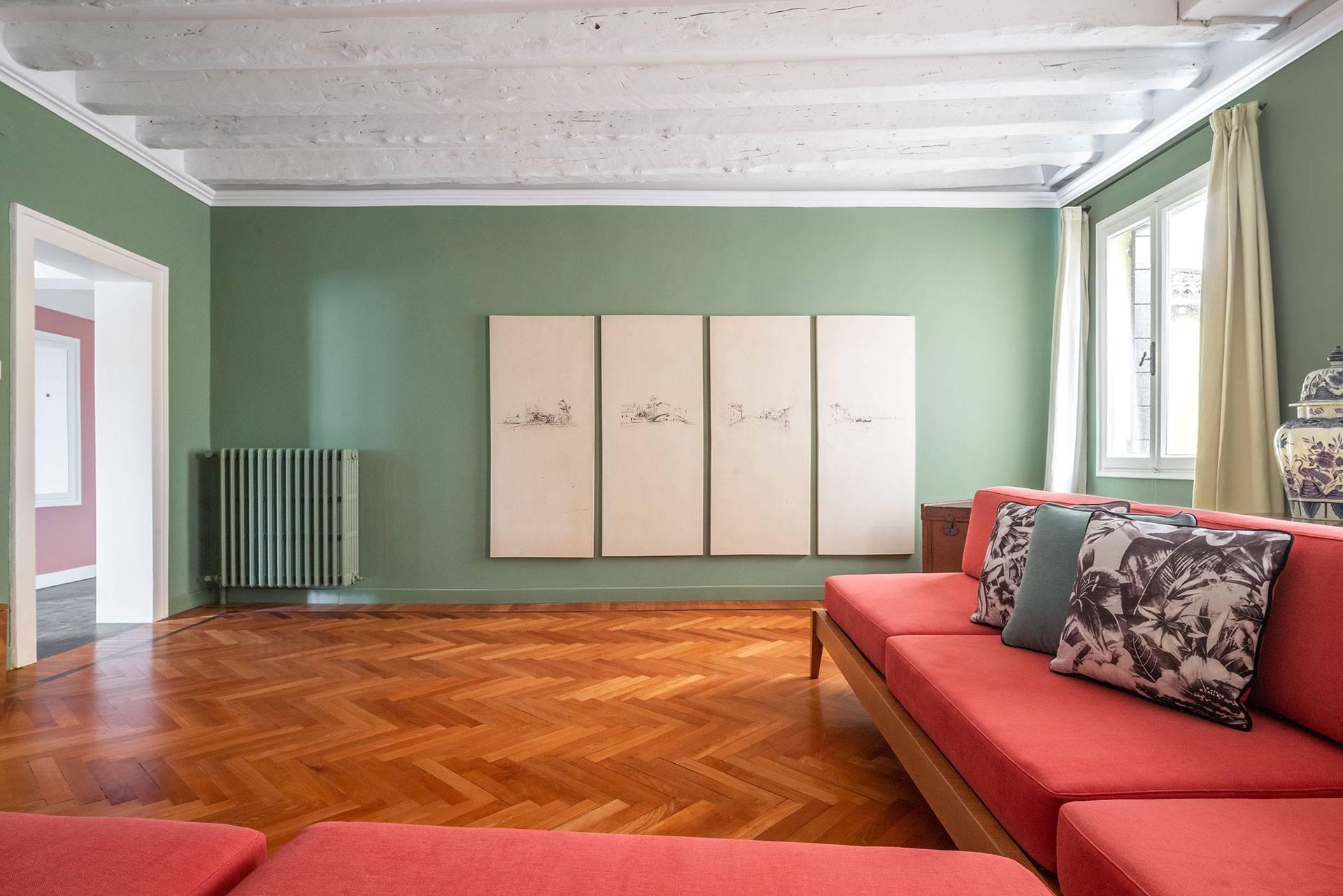 4th floor: living room