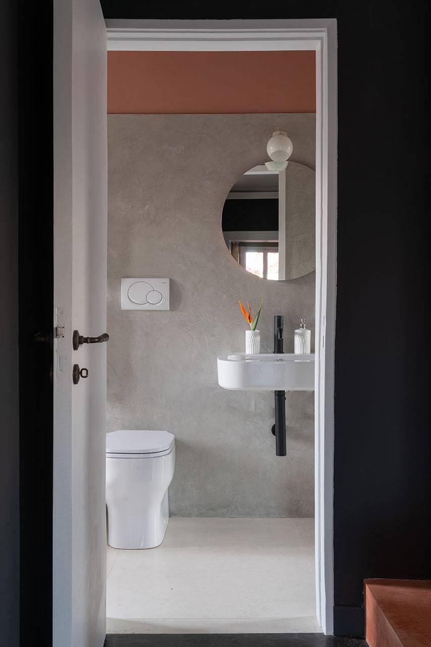 4th floor: bathroom