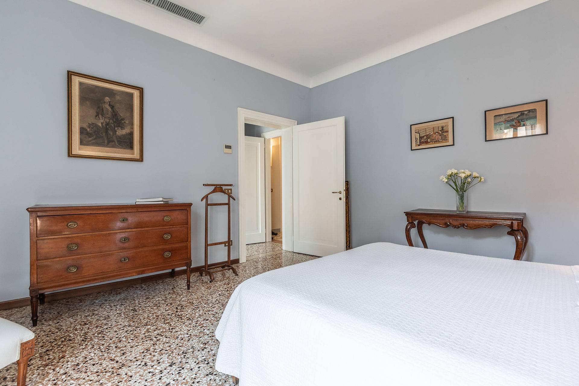 1st bedroom with ensuite bathroom