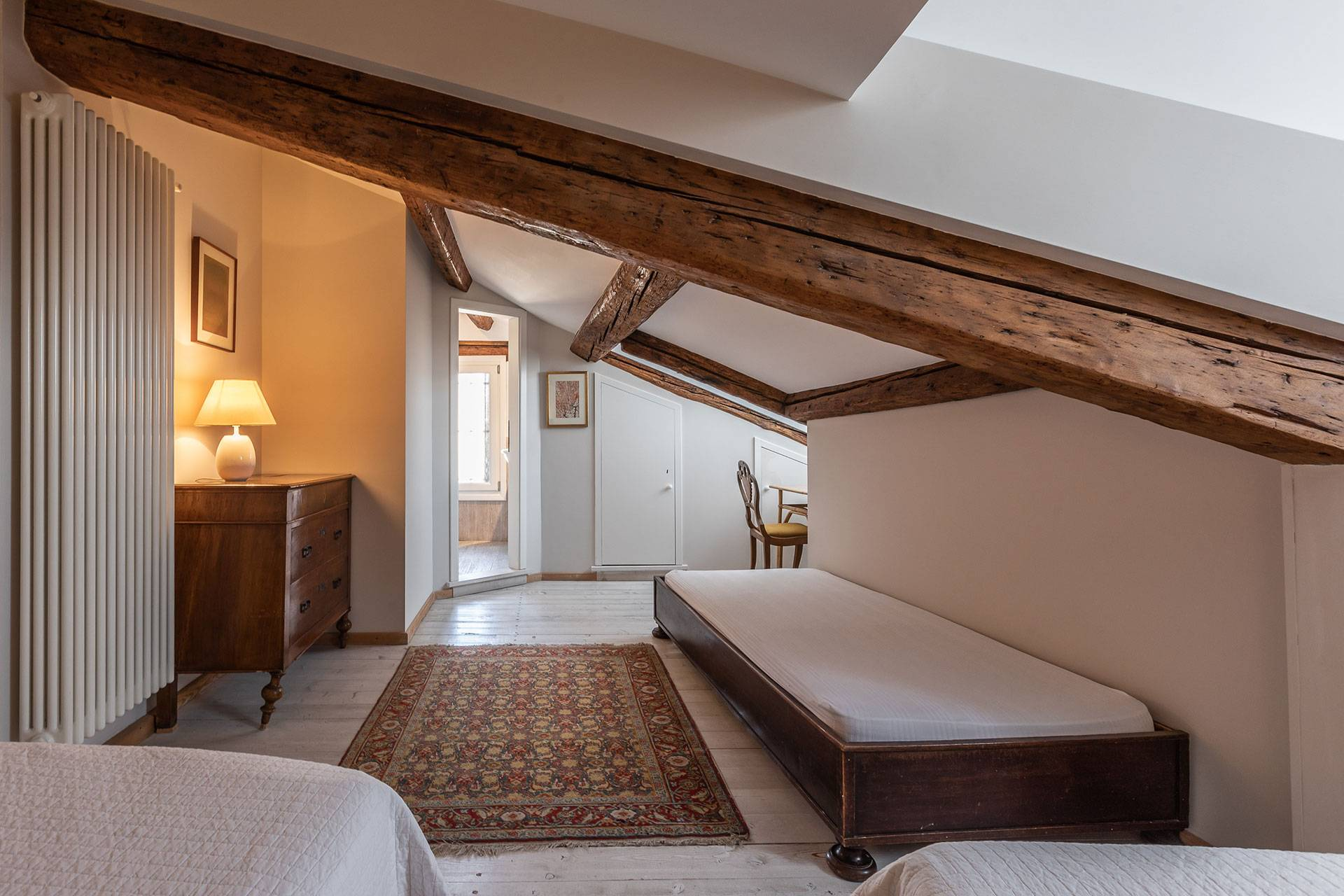 Attic level with 2 single beds