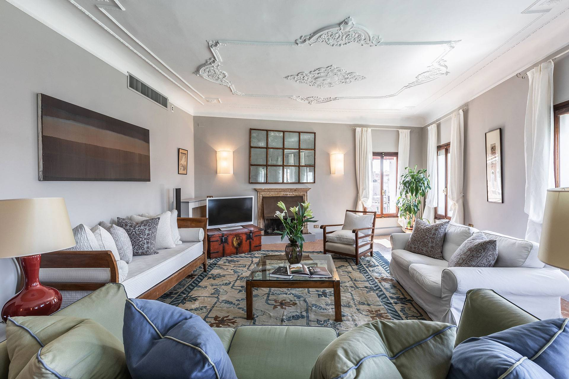 Living room of the Barbarigo Terrace apartment with Grand Canal views