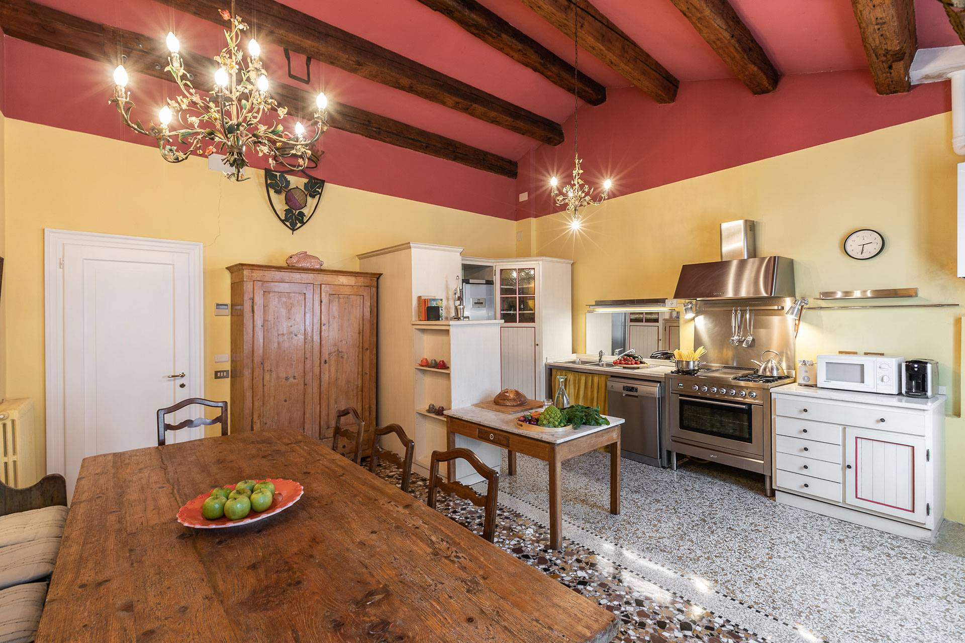 this room is convivial and spacious, perfect for family gatherings