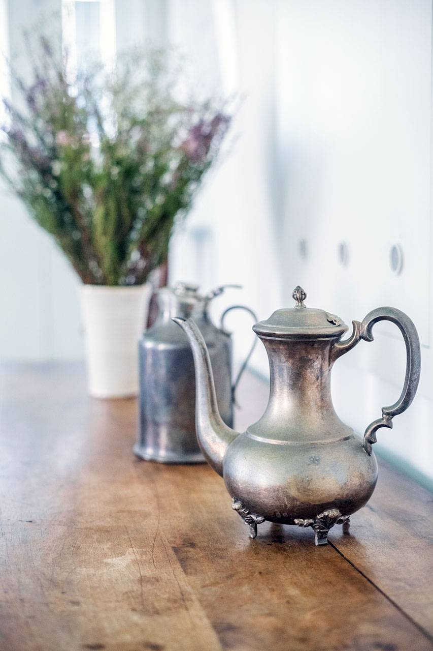 antiques and elegant decorative objects
