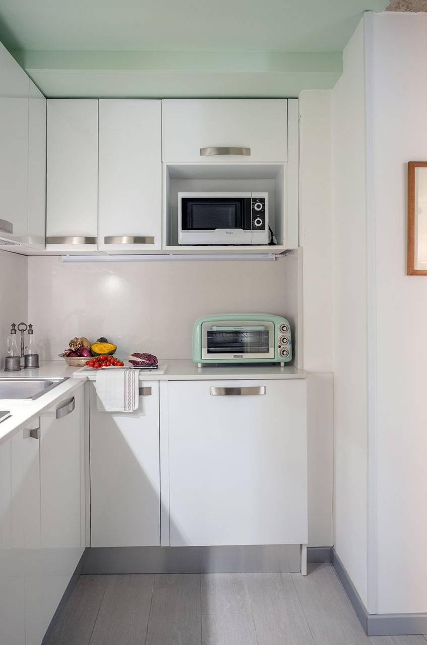 brand-new and full-optional kitchen