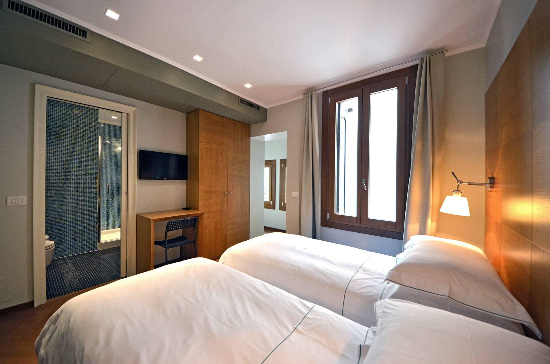 4th bedroom with en-suite bathroom