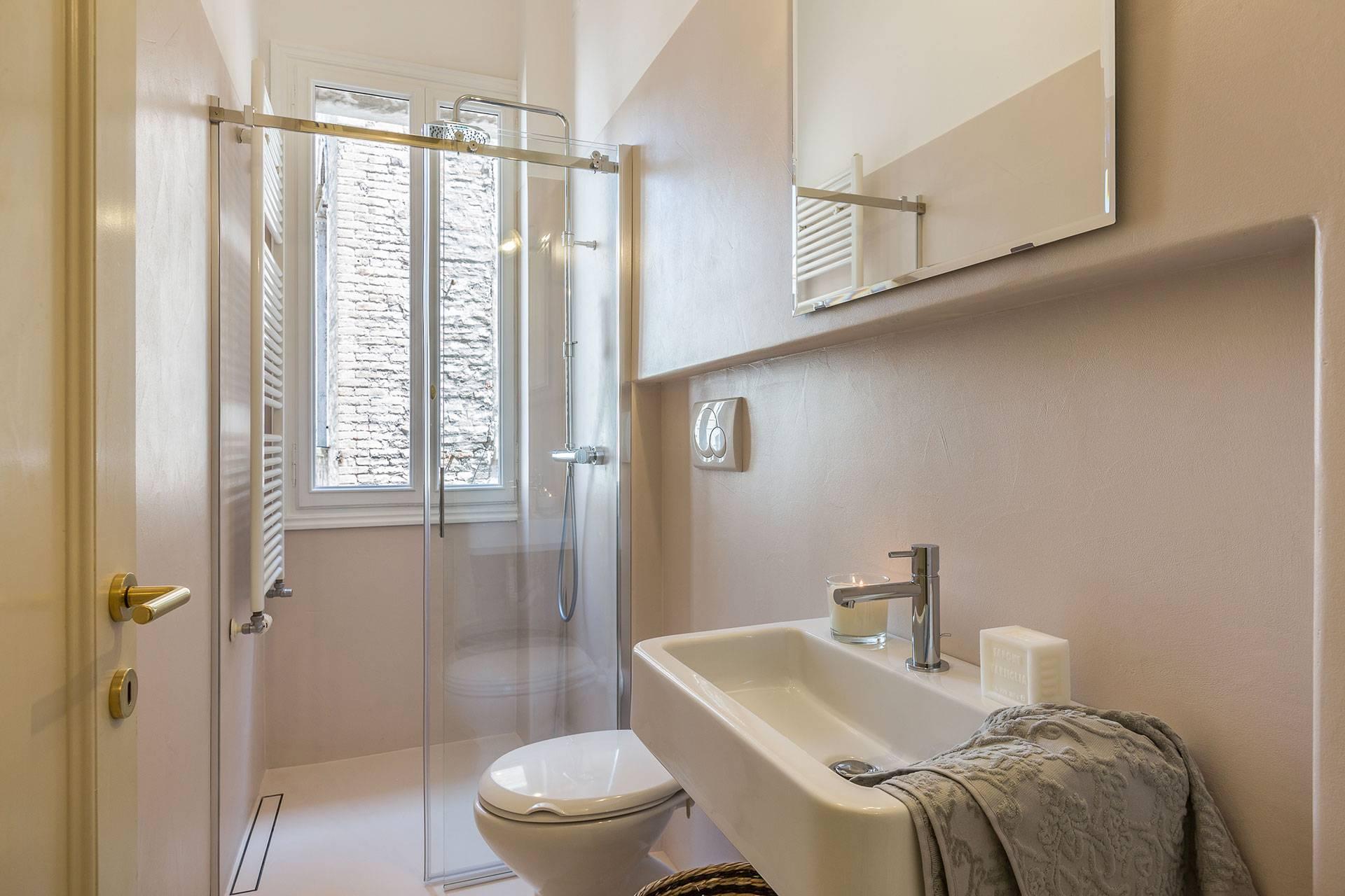 bathroom 2: en-suite bathroom