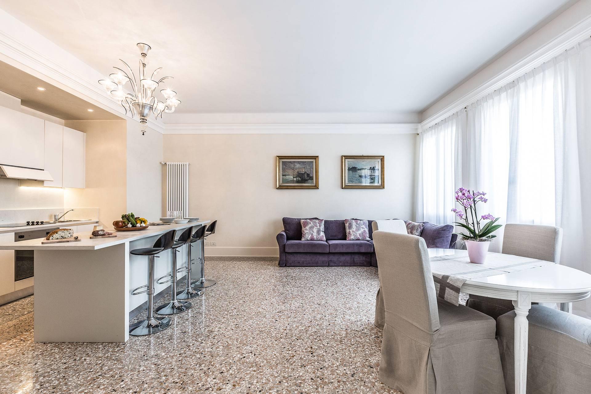 elegant bright and spacious living room