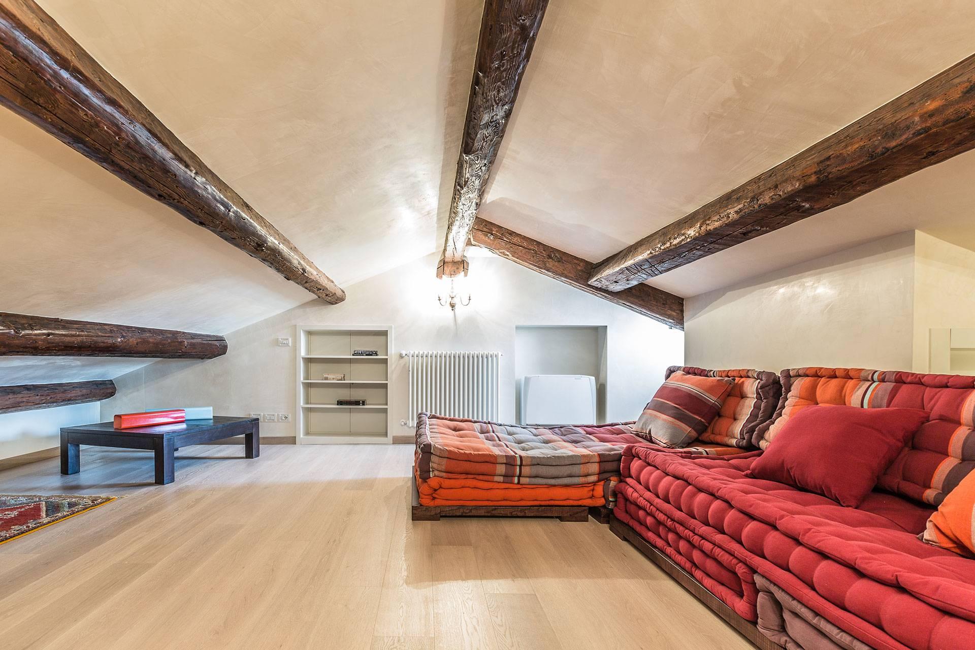 attic level with 2 single sofa-bed