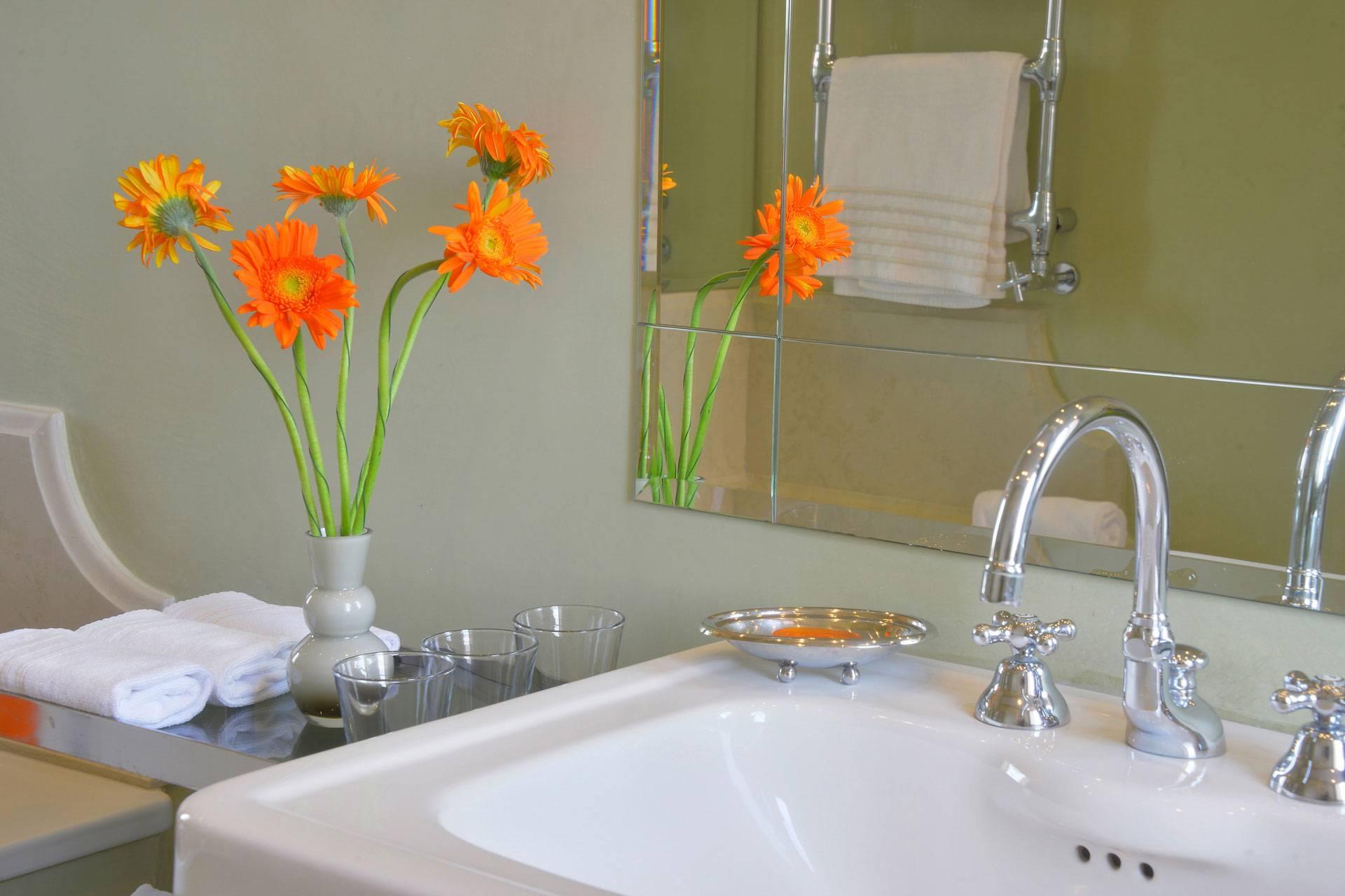 marble en-suite bathroom with bathtub